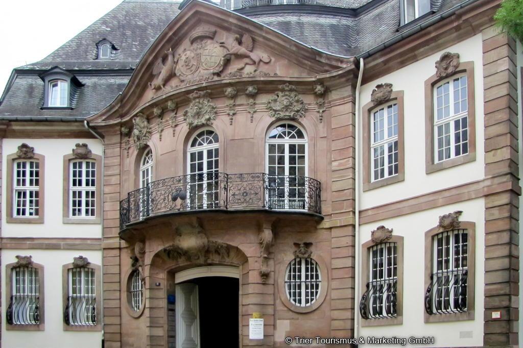 Trier Palais Entrance